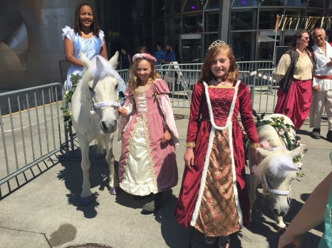 Kids with unicorns at the Day Faire